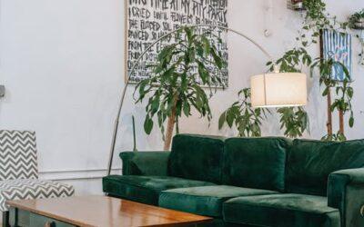 So findest du den perfekten Tisch zu deinem Sofa